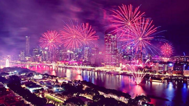 BrisbaneFestival2018_SunsuperRiverfire_20180712_wide.jpg